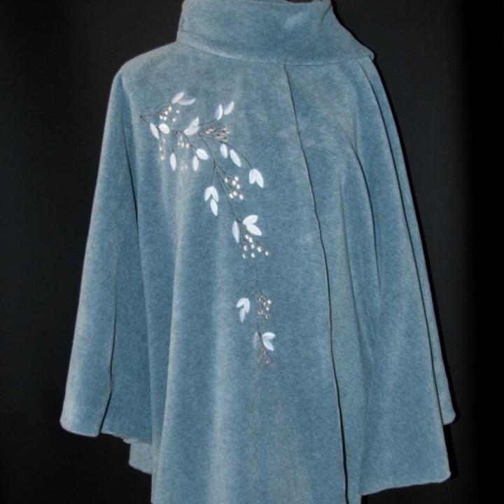 cape feuillage d'hiver, vetement mode femme, polaire brodée