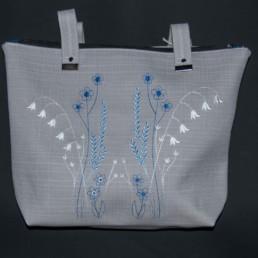 sac à main brodé fleurs bleu, souple pratique, artisanale