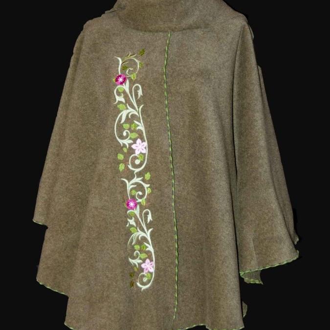 cape volutes fleuries vêtement femme, mode femme, borderie