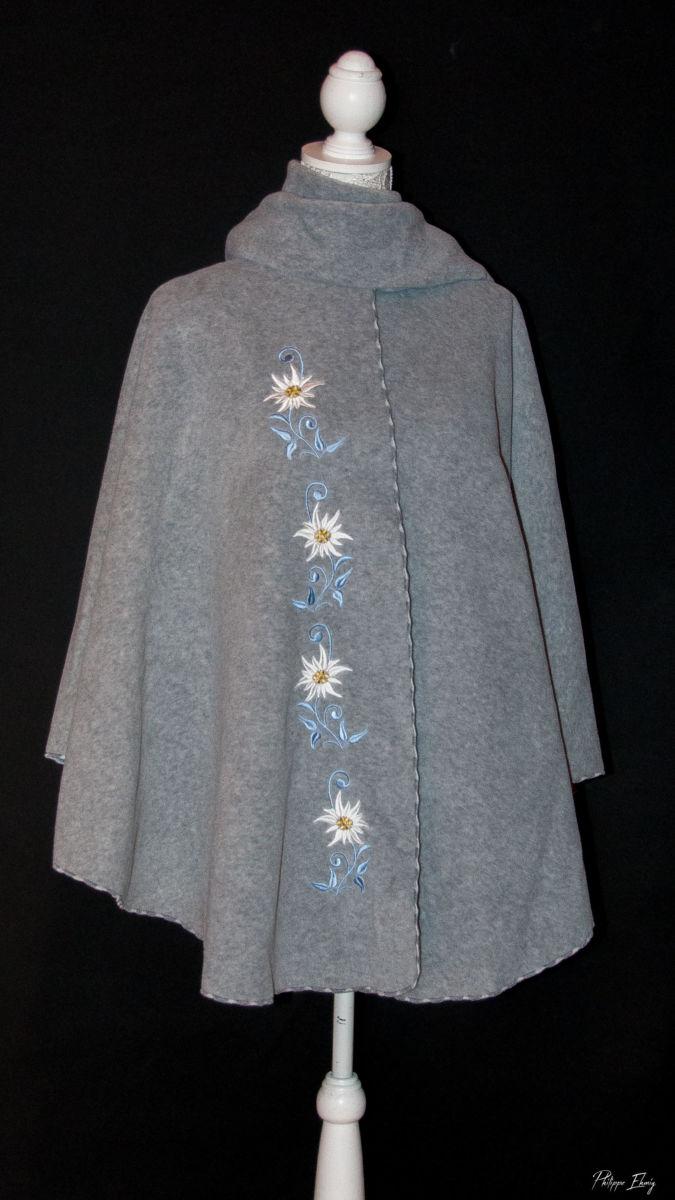 Cape Edelweiss,vêtement brodé femme, mode femme