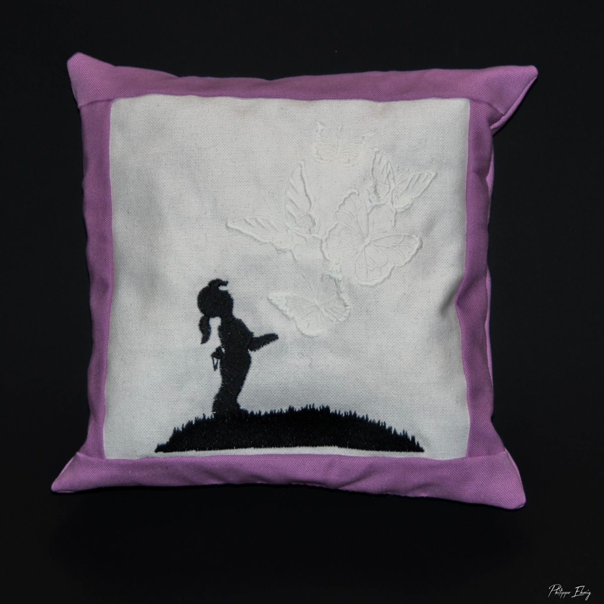 """Coussin 30 x 30 : """"Papillons lumineux"""" - Fille"""