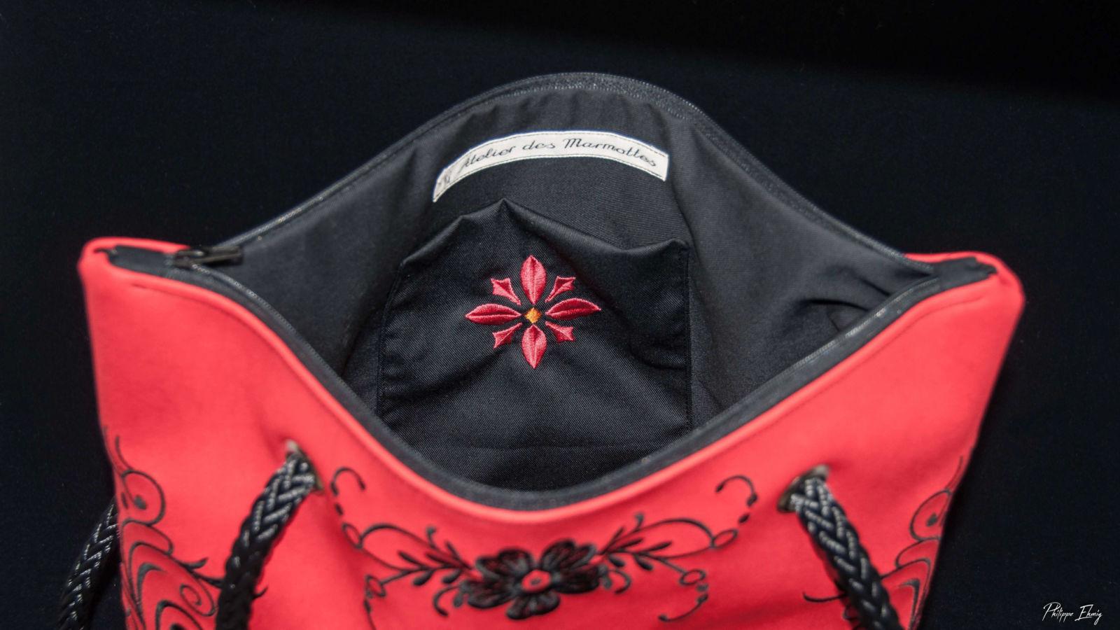 """Sac à main """"En Rouge et Noir"""" , accessoire mode femme, sac brodé"""