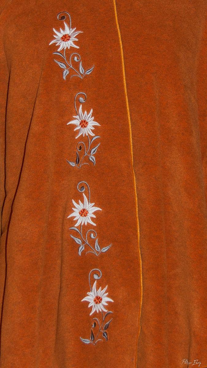 Cape brodée : Edelweiss d'automne